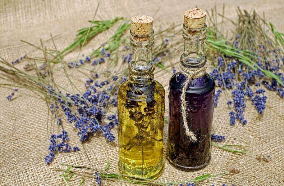 Castor Oil Review - 5 Favorite Essential Oils to Mix Castor Oil With and Why